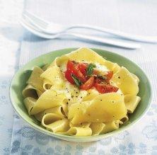 'Pappardelle' amb crema de mozzarella i tomàquets petits