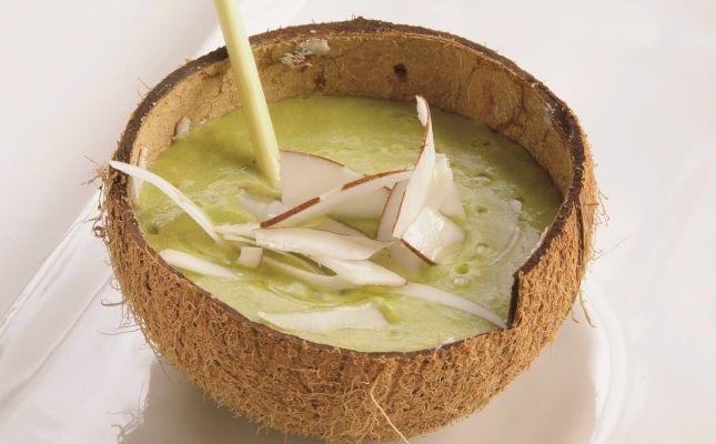 Sopa freda de pèsols, curri, citronella i coco