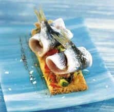 Coca de sardines i olivada