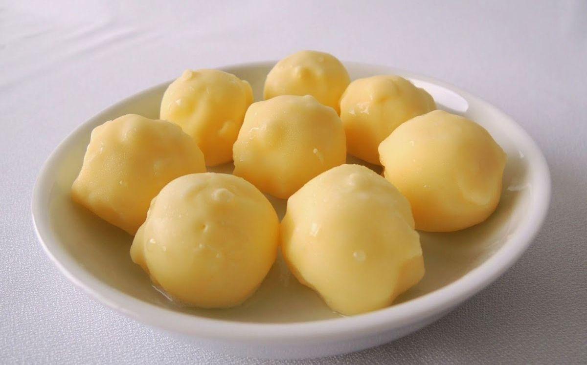 Bombones líquidos de chocolate blanco y limón