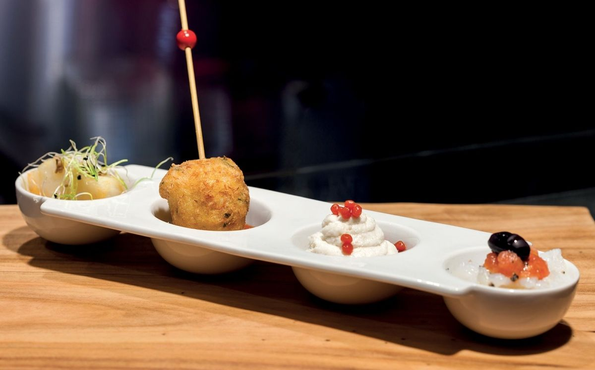 Tapa de bacallà confitat amb salsa romesco