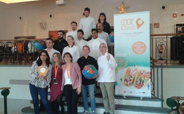 Foto de família amb alguns dels xefs que participaran al Cook&Travel