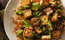 El tofu acostuma a ser un dels aliments protagonistes de la dieta vegana / Thinkstock