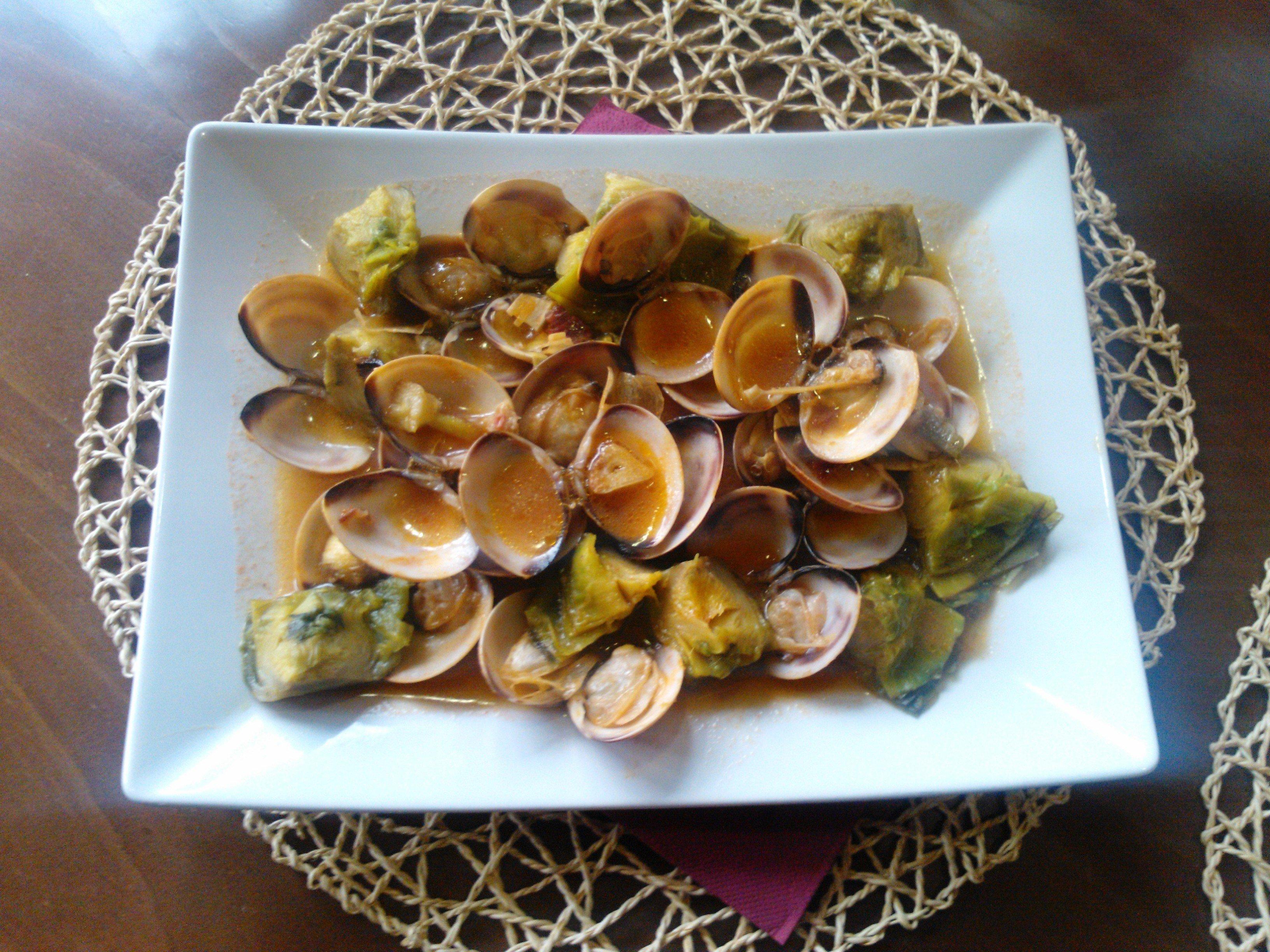 Cors de carxofa amb cloïsses i aroma de Jabugo
