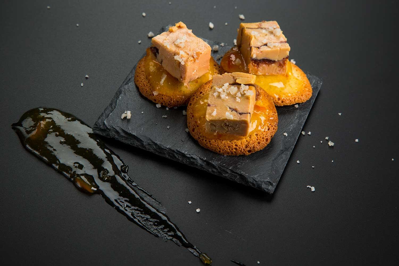 Teules amb terrina de fetge gras d''ànec amb melmelada de taronja