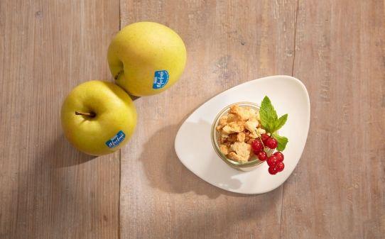 Strudel de manzana en vasito con crumble de canela