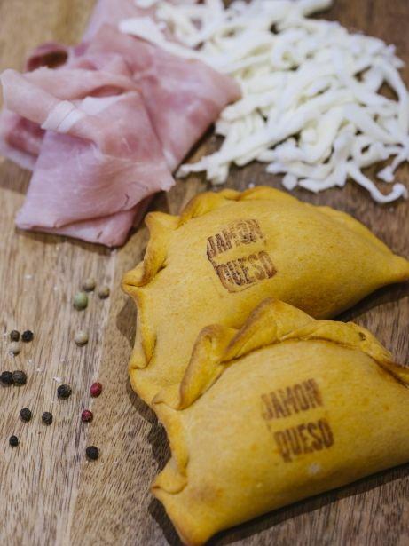 Empanades de pernil cuit i formatge