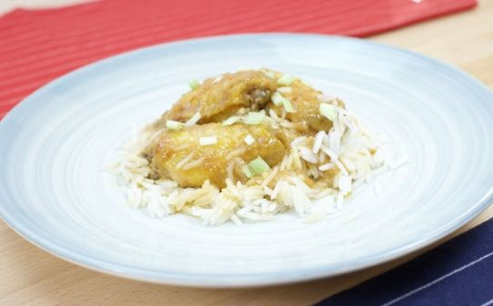 Ales de pollastre asiàtiques amb arròs thai