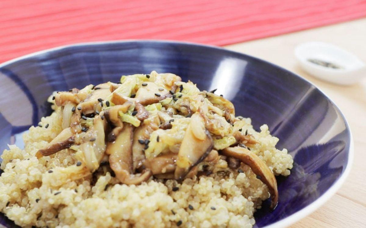 Saltat de verdures asiàtiques amb guarnició de quinoa