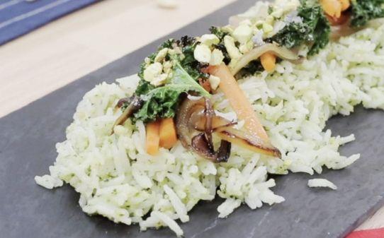 Arroz basmati con pesto y salteado de col kale