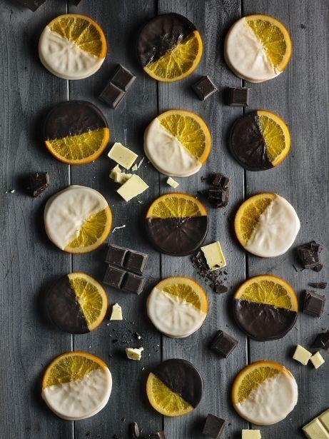 Taronges confitades banyades amb dues xocolates