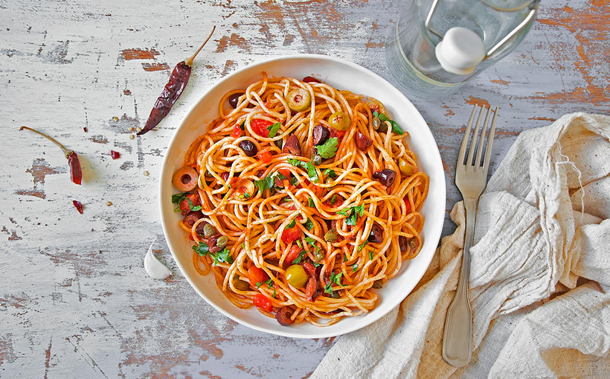 Espaguetis a la puttanesca amb sardines