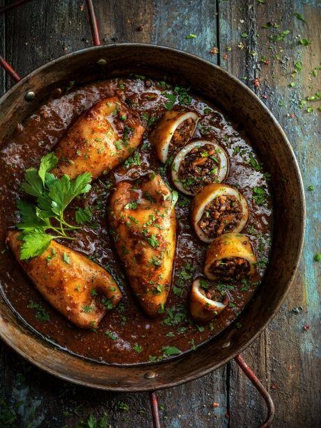Calamars farcits d'albergínia i carn picada